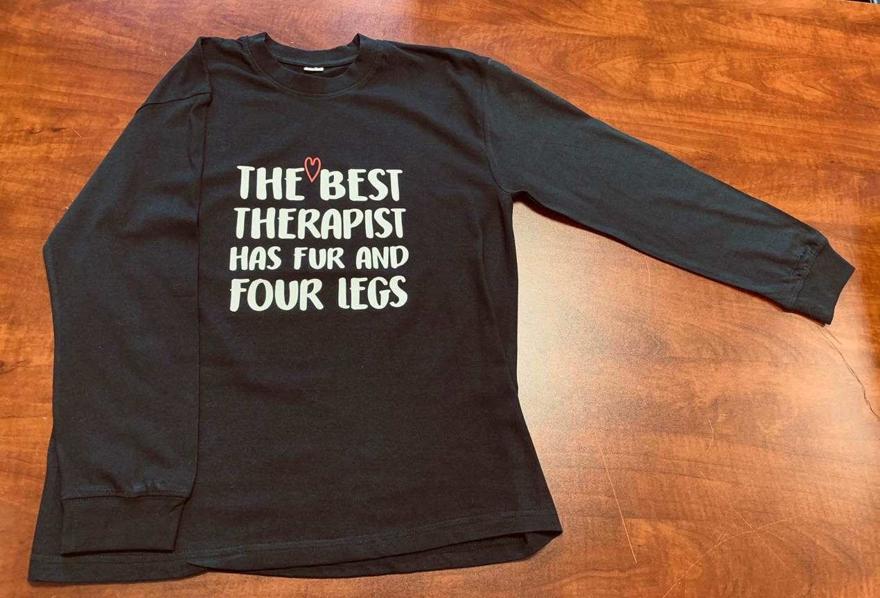ADULT T-SHIRT – THE BEST THERAPIST HAS FUR AND FOUR LEGS